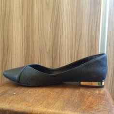 Dressbe | Sapatilha Less Gold Preta #sapatilha #moda