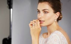 Should you spend a whopping two months' salary on an engagement ring? Thatdepends on whetheryoulisten to your own instincts, or aglobal jewelry company