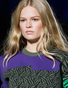 Models walk the runway during the Versace fashion show as part of Milan Fashion Week Spring/Summer 2016 on September 2015 in Milan, Italy. Fashion Show, Milan Fashion, Versace Fashion, Anna Ewers, Spring Summer 2016, Runway, Purple, Milan Italy, September