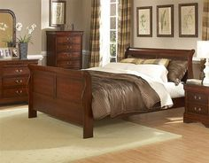 Chateau Traditional Distressed Cherry Wood Queen Bed