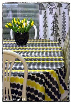 Titin Blogi : Aurinkoinen armas säteilee... Yellow Cottage, Marimekko, Finland, Beautiful Homes, Picnic, Basket, Outdoors, Lifestyle, Garden