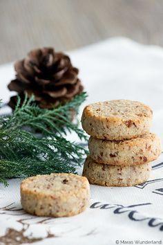 Mandel-Kokos-Plätzchen  • • • schnell & einfach | Tipp: legt ein Apfelstück mit in die Blechdose | süße Geschenkidee • • •   Zubereitungszei...