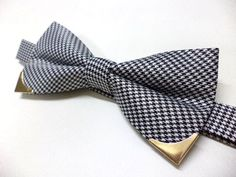 Houndstooth bow tie with gold color metal tips, wedding bow tie, men, classic, vintage style, mens bow tie