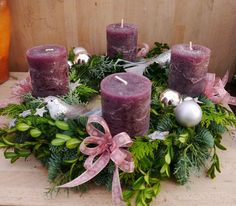 Purple Candles Add to the Holiday Feel – Advent Wreath İdeas. Christmas Advent Wreath, Christmas Lamp, Christmas Tree Design, Purple Christmas, Christmas Table Settings, Christmas Makes, Christmas Candles, Christmas Centerpieces, Christmas Crafts
