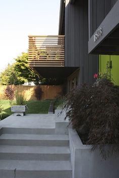 Balkongeländer aus Holz - halbtransparente Lärche Lamellen