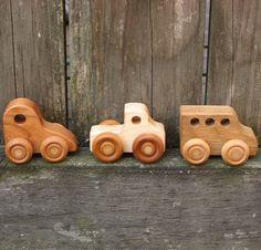 Trois petites voitures jouet en bois enfants par WoodToyShop
