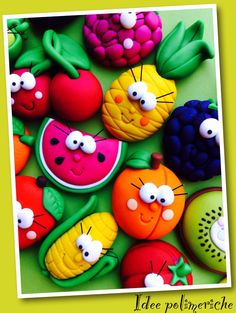 Polymer Clay Magnet, Clay Magnets, Polymer Clay Figures, Polymer Clay Miniatures, Polymer Clay Projects, Polymer Clay Creations, Handmade Polymer Clay, Kinder Party Snacks, Hobbies And Crafts