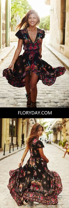 Floral and vintage in one look. What can you ask for? This dress is perfect for a stroll in the park or any day dress.