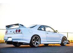 感性が高まる! 見て楽しむ自動車ニュース↓ http://geton.goo.to #R33 #NISSAN