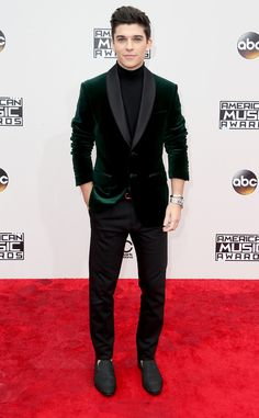 What's as useless as a plate of spaghetti with no sauce? Sean O'Donnell with a shirt on. American Music Awards, Men Formal, Celebs, Celebrities, Transformation Body, Red Carpet Fashion, Cute Guys, Mens Fashion, Boys