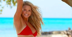 Christie Brinkley Appears in Sports Illustrated Swimsuit Edition She has Alien DNA, looking better than her Daughters. Christie Brinkley Sports Illustrated, Bikinis, Swimsuits, Swimwear, Swimsuit Edition, Si Swimsuit, Sport Body, Old Models, Casual Chic Style