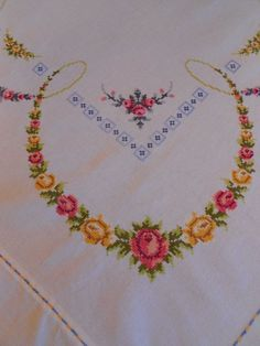 Vintage Cotton Linen Embroidered Tablecloth Large Size Floral Table Cloth And 12 Napkins Country Cottage Roses