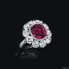 Кольцо с рубином 30,2 карата и бриллиантами «Гордость Бирмы» было продано за 3,4 миллиона долларов