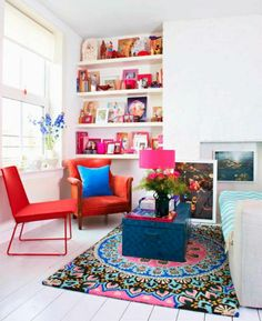 This living room is so colorful!
