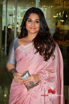 Picture 6 of Vidya Balan Beautiful Bollywood Actress, Beautiful Indian Actress, Beautiful Actresses, Vidya Balan Hot, Indian Navel, Kerala Wedding Photography, Actress Anushka, Satin Saree, Saree Trends