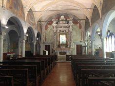 La chiesa di Santa Maria della Rosa a #Lucca, costruita nel 1309 conserva sull'altare maggiore la trecentesca Madonna della Rosa e sul lato interno le antiche mura romane. #MonumentsMenWe #invasionidigitali #liberiamolacultura