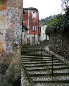 シントラはどこを切っても油絵みたいなテクスチャなのだ #stairways like a painting in #sintra #portugal