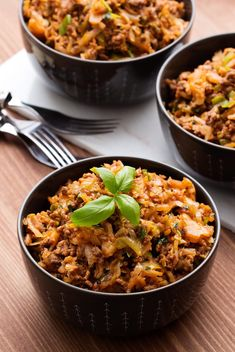 Keto Italian Cabbage Stir-Fry - A Weeknight Favorite - Diet Doctor This meal is simple rustic deliciousness. The combination of tart cabbage, luscious basil, and savory beef is melt-in-your-mouth fabulous. This is keto at its finest. Stir Fry Recipes, Beef Recipes, Low Carb Recipes, Cooking Recipes, Healthy Recipes, Italian Recipes, Banting Recipes, Healthy Nutrition, Healthy Eats