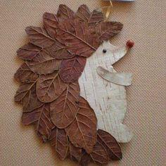 Пора собирать осенние листья и делать вот таких милых ежей…