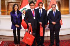Gobierno peruano felicita a escolares ganadores de la Olimpiada Internacional Matemática