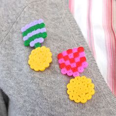 Make a Medal Brooch with Hama Beads Do you ever feel like you deserve a medal? Make your own with this tutorial and a handful of Hama (perler) beads Diy Perler Beads, Pearler Beads, Beading Patterns, Crochet Patterns, Iron Beads, Melting Beads, Perler Patterns, Fuse Beads, Bead Crafts