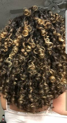 Dyed Curly Hair, Big Curly Hair, Colored Curly Hair, Curly Hair Care, Curly Hair Styles, Natural Hair Styles, Blonde Highlights Curly Hair, Queen Hair, Aesthetic Hair