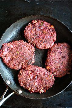 VeganSandra - tasty, cheap and easy vegan recipes by Sandra Vungi: Jumbo beet and pickle burgers