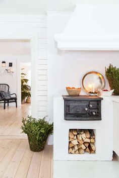 Most current Cost-Free puuhella Wood Stove Concepts Although solid wood is easily the most eco-friendly warming procedure, them by no means looks like it's talked. Decor, House Design, Interior, Cozy House, Swedish Farmhouse, House Styles, House Interior, Sweet Home, Home Kitchens