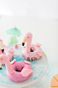 How to make these flamingo pool donuts for your next summer or pool party