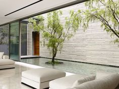 This Singapore house takes its cues from its location – the architecture mitigates the pervasive humidity. Interior Design Gallery, Home Interior Design, Interior Architecture, Interior And Exterior, Interior Modern, Landscape Architecture, Indoor Courtyard, Internal Courtyard, Modern Courtyard