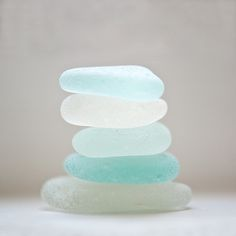 Make a cairn out of : Turquoise and White Sea Glass FROM: Crush Cul de Sac Sea Glass, Glass Art, Glass Rocks, Glass Beach, My Favorite Color, My Favorite Things, I Need Vitamin Sea, Azul Tiffany, Vanitas