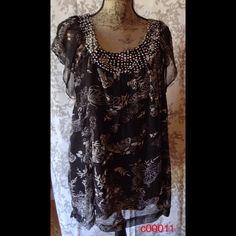 Flattering top. C00011 Tina's Closet Flattering top. C00011 Tina's Closet Sablesbohotique Tops