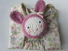 Aaahw! Cute crocheted rabbit. Pattern in English and French here http://www.ravelry.com/patterns/library/rabbit-