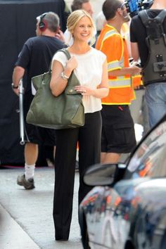 Sarah Michelle Gellar filming Ringer in Los Angeles (Different Outfit)7-21-11