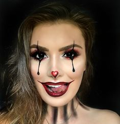 Looking for for inspiration for your Halloween make-up? Browse around this website for cute Halloween makeup looks. Maquillage Halloween Vampire, Maquillage Halloween Simple, Halloween Makeup Clown, Halloween Eyes, Halloween Inspo, Halloween Makeup Looks, Cute Clown Makeup, Diy Halloween, Scary Makeup