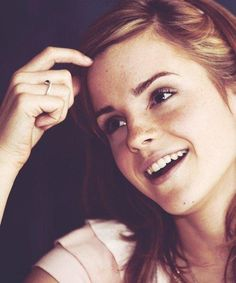 emma watson uploaded by L e t i z i a on We Heart It Emma Watson Sexiest, Emma Watson Beautiful, Beautiful Celebrities, Beautiful Women, Harry Potter Girl, The Bling Ring, British Actresses, Hollywood Celebrities, Role Models