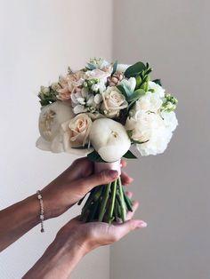 Unique wedding bouquet ideas from flowerna.ru wedding red 24 Unique Wedding Bouquet Ideas from Flowerna. Bride Flowers, Bride Bouquets, Floral Bouquets, Floral Flowers, Summer Wedding Bouquets, Flower Bouquet Wedding, Floral Wedding, Bouquet Flowers, Luxury Wedding