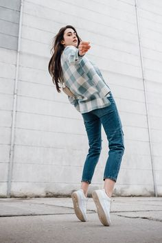 autumn | summer outfit | autumn outfit | spring outfit | autumn fashion | womensoutfit | casual outfit | women autumn outfit | checkered shirt | green shirt | womens jeans | torn jeans | white t-shirt | white sneakers | fashion inspo | outfit inspo #ootd #factcooloutfit Women's Green Shirt, White Fashion Sneakers, Torn Jeans, Spring Outfits, Autumn Fashion, Casual Outfits, Clothes For Women, Shirts, Ripped Denim Jeans