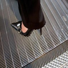 Dense Steel Grating in Stainless Steel or Low Carbon Steel Porches, Platform Deck, Staircase Railings, Staircases, Deck Flooring, Warehouse Design, Porch And Balcony, Metal Grid, Metal Stairs