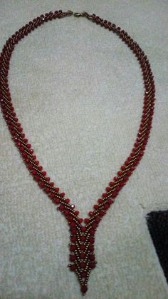 This Pin was discovered by mua Seed Bead Necklace, Seed Bead Jewelry, Beaded Necklace Patterns, Beaded Bracelets, Necklaces, Handmade Beaded Jewelry, Bead Crochet, Jewelry Crafts, Jewelry Design