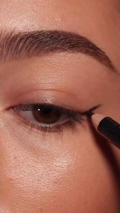Makeup Tutorial Eyeliner, Makeup Looks Tutorial, Eyebrow Makeup, Skin Makeup, Eye Makeup Art, Make Up Tutorial, Kawaii Makeup Tutorial, Eyebrow Tutorial, Edgy Makeup