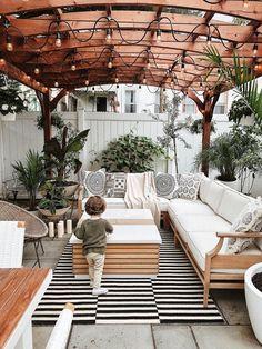 Cozy Bohemian Backyard #backyard #outdoorspaces #decorhomeideas Backyard Seating, Backyard Patio Designs, Backyard Pergola, Pergola Designs, Outdoor Seating, Pergola Ideas, Landscaping Ideas, Diy Patio, Backyard Landscaping
