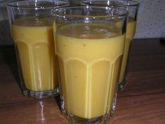 Fruitshake van perzik, banaan en sinaasappel