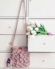 Трикотажная пряжа Crochet Crafts, Crochet Yarn, Knitting Yarn, Crochet Projects, Cotton Cord, Crochet Backpack, Yarn Bag, Finger Knitting, Simple Bags