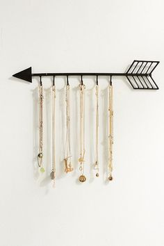 How cute is this Arrow Necklace Organizer #affiliate