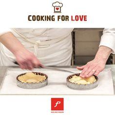 Torta pere e cioccolato del Maestro Pasticcere Luigi Biasetto: pasta brisèe al cioccolato, pere sciroppate, crema di mandorle