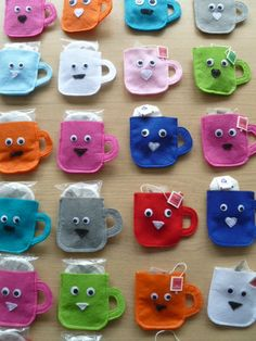 Op het blog van glittertjes.blogspot.nl zag ik o.a. leuke kopjes, gemaakt van vilt. Ik besloot er ook...
