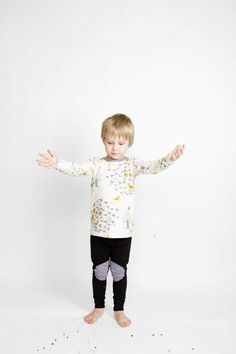 Beautiful Outfits, Beautiful Clothes, Leggings, Kids Outfits, Kids Rugs, Stylish, Pretty Outfits, Nice Clothes, Kid Friendly Rugs