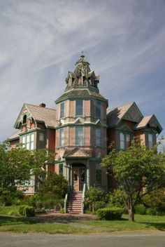 Old Victorian house, now a bed & Breakfast, century home, Port Townsend, WA Victorian Bed, Victorian Style Homes, Victorian Houses, Victorian Architecture, Historical Architecture, Abandoned Houses, Old Houses, Beautiful Buildings, Beautiful Homes