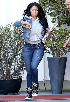 Minaj displays her turquoise thong in super tight jeans The big reveal: Nicki Minaj shows off her curves in tight jeans at a meeting in LA on Tues.The big reveal: Nicki Minaj shows off her curves in tight jeans at a meeting in LA on Tues. Nicki Minja, Nicki Minaj Barbie, Nicki Minaj Outfits, Nicki Minaj Pictures, Rapper, Casual Outfits, Cute Outfits, Floral Sneakers, Black Barbie